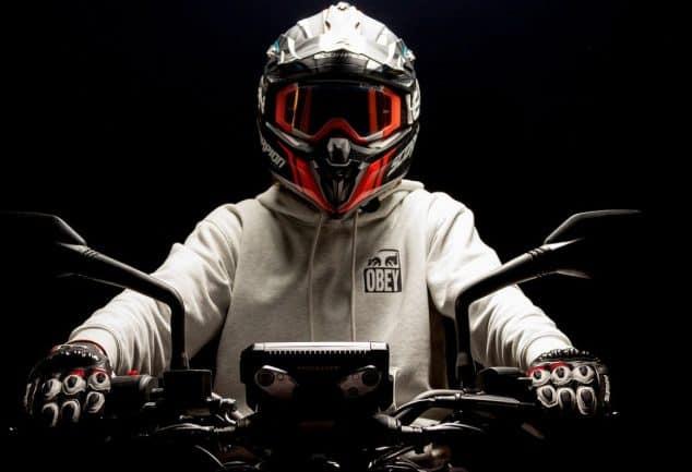 Comment mettre une moto dans un fourgon ?